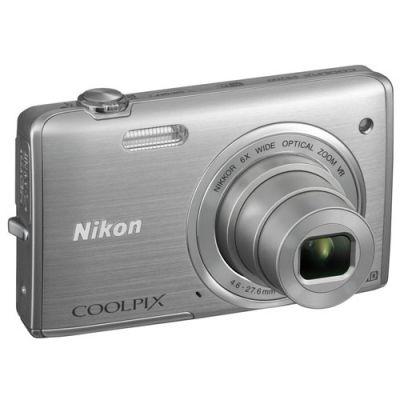 Компактный фотоаппарат Nikon Coolpix S5200/Silver [VNA280E1]