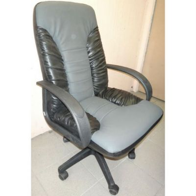 Офисное кресло Почин КР-10 черный матовый/серая перфорация